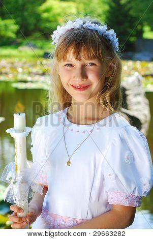Nach der ersten Heiligen Kommunion Mädchen