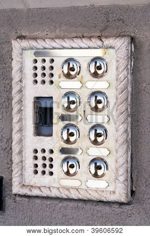 Intercomunicador de porta de entrada