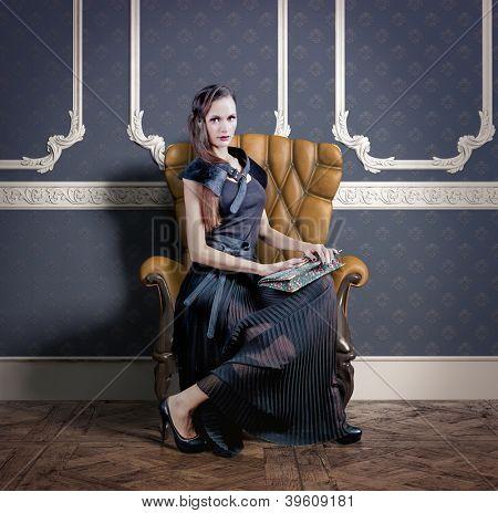 schöne Frau im Luxus-Sessel (Foto-Kompilierung)