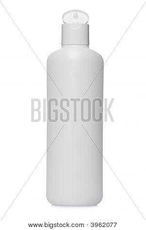 Abrió la botella de plástico