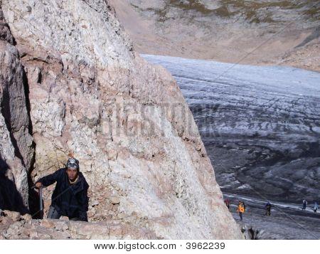 Subida; Chica; Montañas; Cansancio; Glaciar