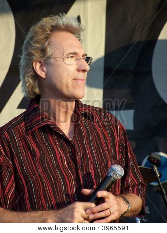 Gary Pucket in concert on June 18th 2005 in Roswell Georgia