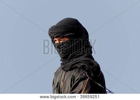 Un hombre no identificado joven beduino