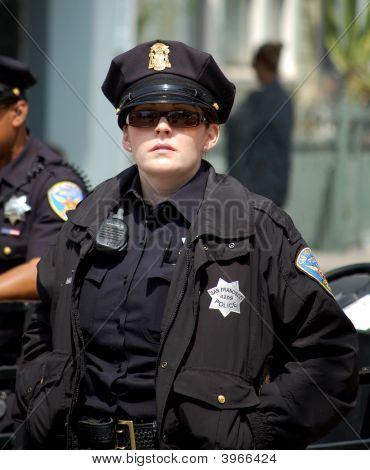 Policial feminina