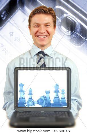 young Businessman präsentiert einen laptop