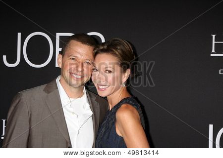 LOS ANGELES - AUG 13:  Jon Cryer, Lisa Joyner Cryer at the