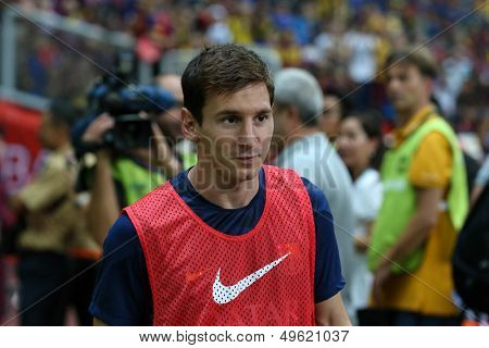 KUALA LUMPUR - AUGUST 10: FC Barcelona 's Lionel Messi walks to the field before the match starts against Malaysia at the Shah Alam Stadium on August 10, 2013 in Malaysia. FC Barcelona wins 3-1.
