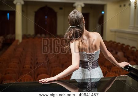 Beautiful opera singer is back in the concert hall
