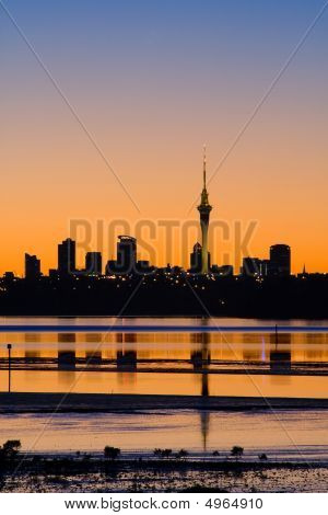Auckland City Sunrise silueta
