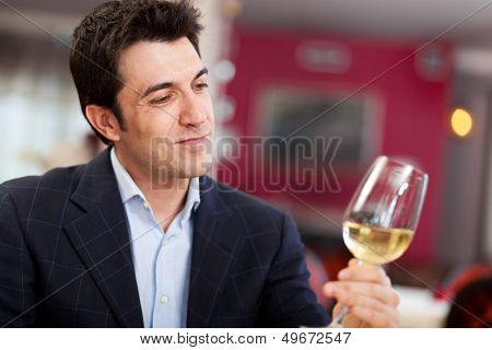 Man analyzing a white wine