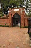 picture of burial-vault  - burial tomb of George Washington at Mount Vernon in Virginia - JPG