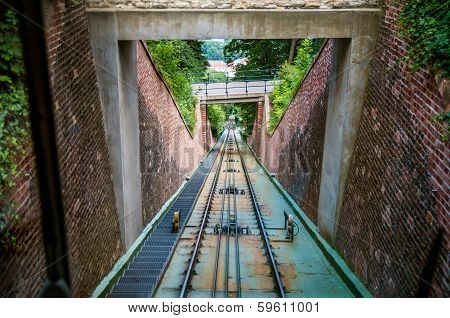 Moving Funicular