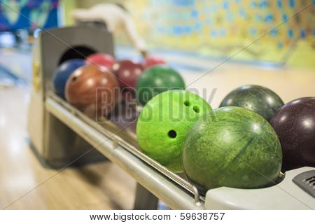 Bowling Ball Machine With Lots Of Balls