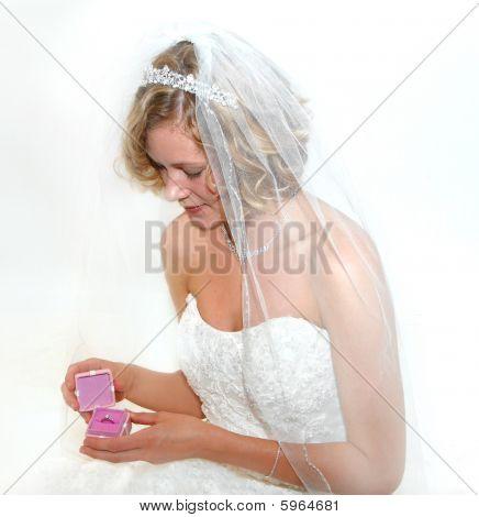 bewundern ihren ring