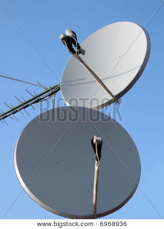 Parabolic Antenna (antenne), Satellite Pylon, Communication Tower