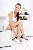 picture of mulatto  - Women buy shoes at a shoe store - JPG