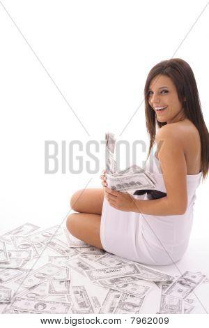 mulher feliz com muito dinheiro