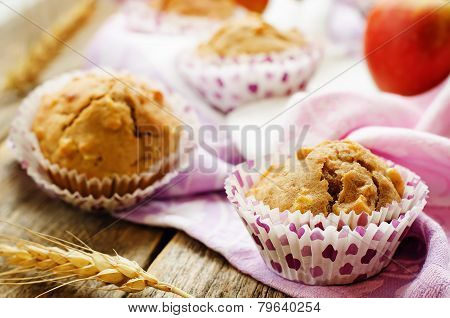 Wholegrain Muffins With Apples