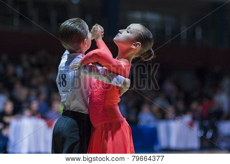 Ivanov Nikita and Gurova Evgeniya perform Juvenile-1 Standard European program