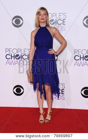 LOS ANGELES - JAN 07:  Beth Behrs arrives to the People's Choice Awards 2014  on January 7, 2015 in Los Angeles, CA