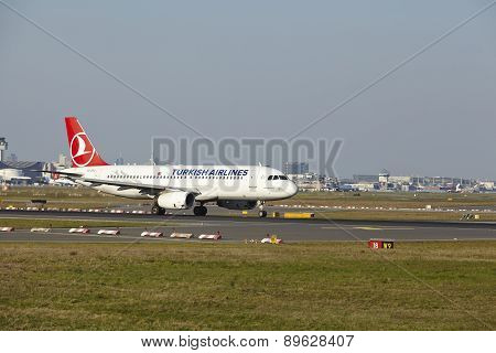 Frankfurt Airport - Airbus A320 Of Turkish Airlines Takes Off