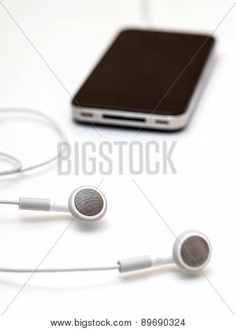 Earphones and mobile smartphone