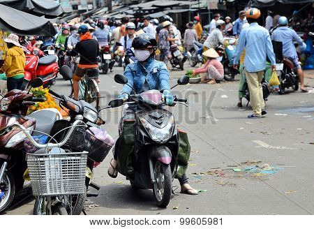 Can Tho, Vietnam - Marz 06, 2015: Motorbike Driver On Local Market.