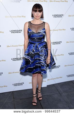 LOS ANGELES - AUG 19:  Julie Ann Emery arrives to the