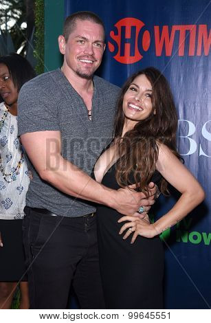 LOS ANGELES - AUG 10:  Steve Howey & Sarah Shahi arrives to the Summer 2015 TCA's - CBS, The CW & Showtime  on August 10, 2015 in West Hollywood, CA
