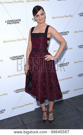 LOS ANGELES - AUG 19:  Mena Suvari arrives to the