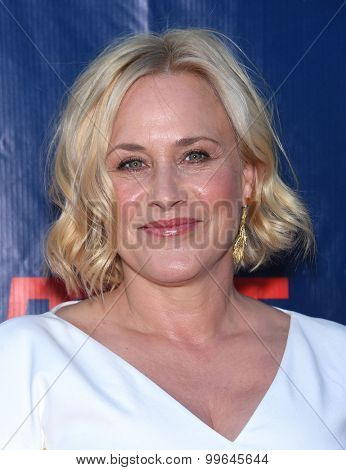 LOS ANGELES - AUG 10:  Patricia Arquette arrives to the Summer 2015 TCA's - CBS, The CW & Showtime  on August 10, 2015 in West Hollywood, CA
