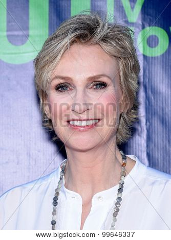 LOS ANGELES - AUG 10:  Jane Lynch arrives to the Summer 2015 TCA's - CBS, The CW & Showtime  on August 10, 2015 in West Hollywood, CA