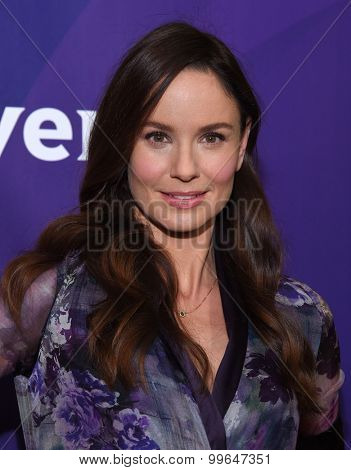 LOS ANGELES - AUG 12:  Sarah Wayne Callies arrives to the arrives to the Summer 2015 TCA's - NBCUniversal  on August 12, 2015 in Beverly Hills, CA