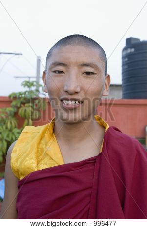 Retrato de un monje sonriendo