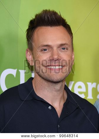 LOS ANGELES - AUG 12:  Joel McHale arrives to the arrives to the Summer 2015 TCA's - NBCUniversal  on August 12, 2015 in Beverly Hills, CA