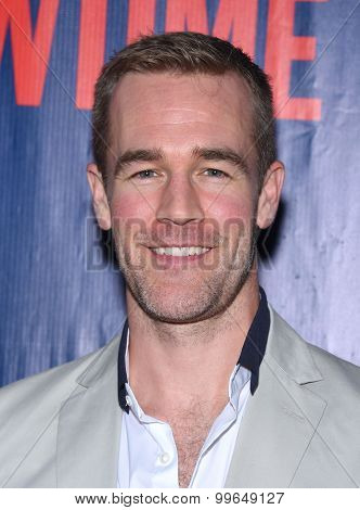 LOS ANGELES - AUG 10:  James Van Der Beek arrives to the Summer 2015 TCA's - CBS, The CW & Showtime  on August 10, 2015 in West Hollywood, CA