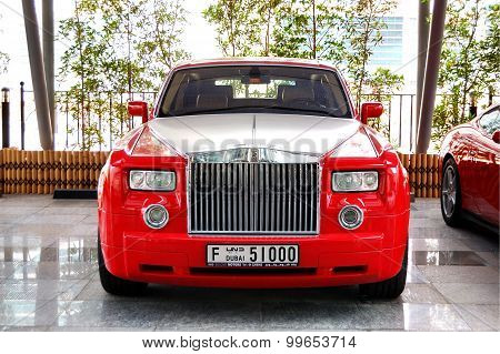 Dubai, Uae - June 9: The Luxury Rolls-royce Car Is Near Hotel On June 8, 2012 Dubai, Uae. Up To 10 M