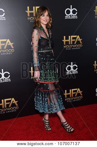 LOS ANGELES - NOV 1:  Dakota Johnson arrives to the Hollywood Film Awards 2015 on November 1, 2015 in Hollywood, CA.