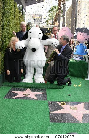 LOS ANGELES - NOV 2:  Snoopy, Chamber officials, Paul Feig, Craig Schultz at the Snoopy Hollywood Walk of Fame Ceremony at the Hollywood Walk of Fame on November 2, 2015 in Los Angeles, CA