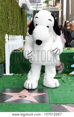 LOS ANGELES - NOV 2:  Snoopy at the Snoopy Hollywood Walk of Fame Ceremony at the Hollywood Walk of Fame on November 2, 2015 in Los Angeles, CA