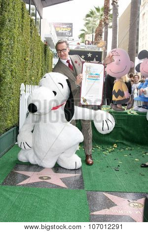 LOS ANGELES - NOV 2:  Snoopy, Paul Feig at the Snoopy Hollywood Walk of Fame Ceremony at the Hollywood Walk of Fame on November 2, 2015 in Los Angeles, CA