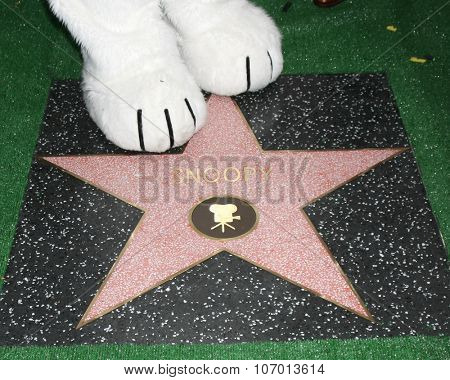 LOS ANGELES - NOV 2:  Snoopy's paws with Star at the Snoopy Hollywood Walk of Fame Ceremony at the Hollywood Walk of Fame on November 2, 2015 in Los Angeles, CA