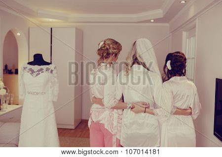 morning preparing the bride and witnesses