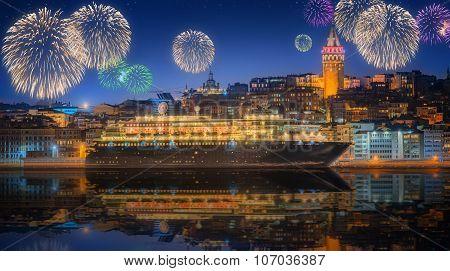 Beautiful fireworks in Marina Bay, Singapore Skyline