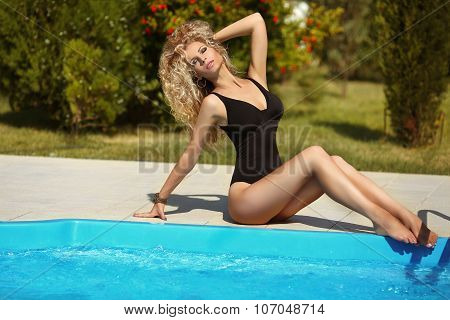 Bikini Model. Beautiful Sexy Girl Model With Long Wavy Hair In Black Bikini Posing And Sunbathing By