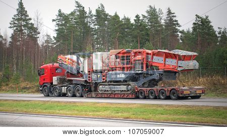 Scania Semi Truck Hauls Mobile Cone Crusher