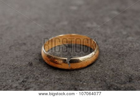 Cracked Divorce Ring