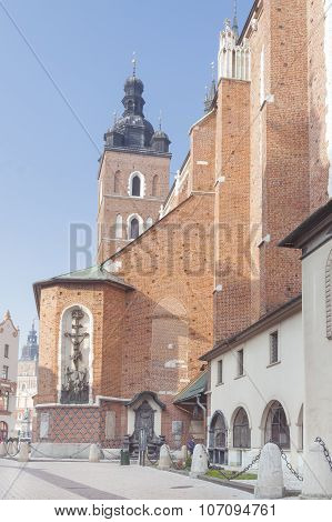Poland, Krakow, Plac Mariacki Square St Mary Curch, Midday