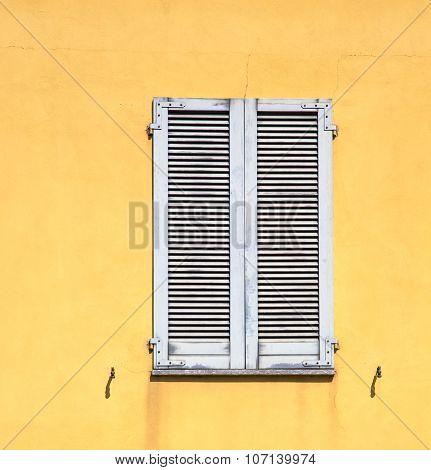 Besnate Window      Wood Venetian Blind In The Concrete