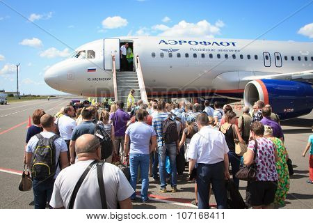 People boarding in to the airplane